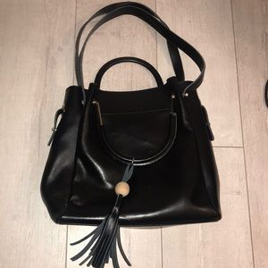 KATTEE black hard leather bucket bag wood tassel